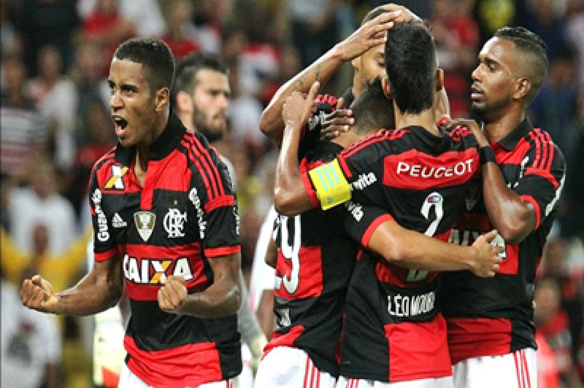 Flamengo keep top-four hopes alive