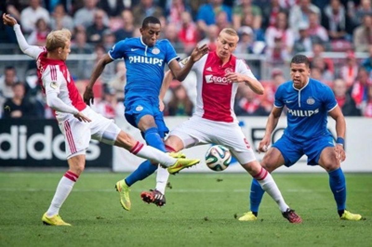 PSV beat Ajax in Amsterdam to narrow gap