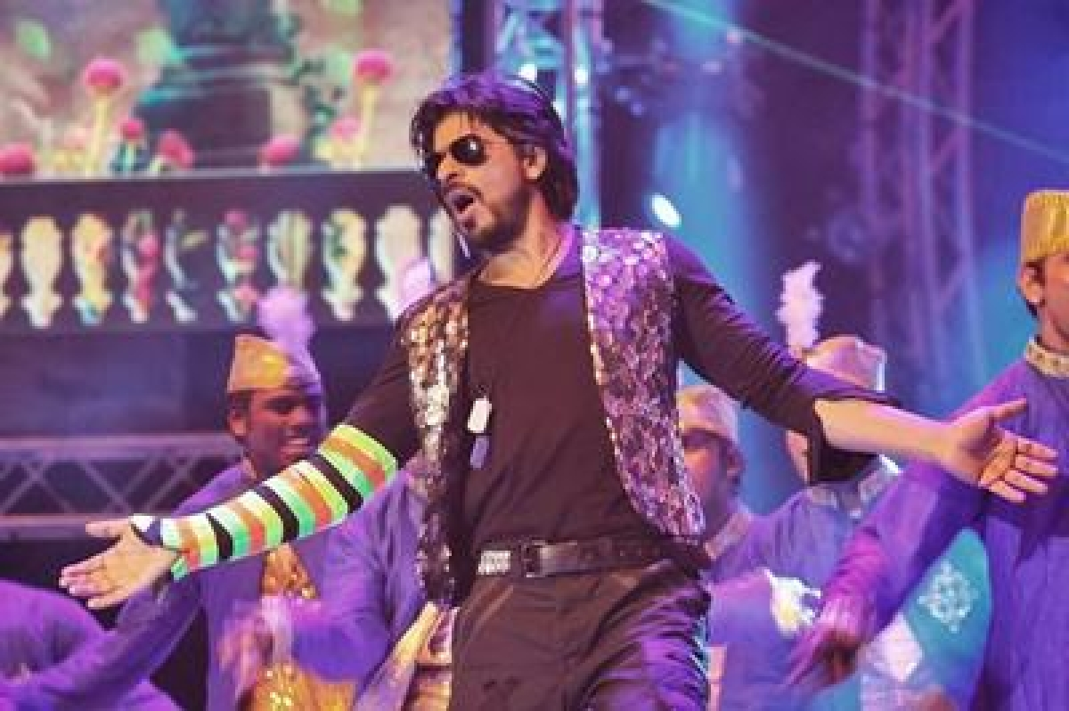 Shah Rukh Khan to perform at Anubhav Sinha's fundraiser event for farmers