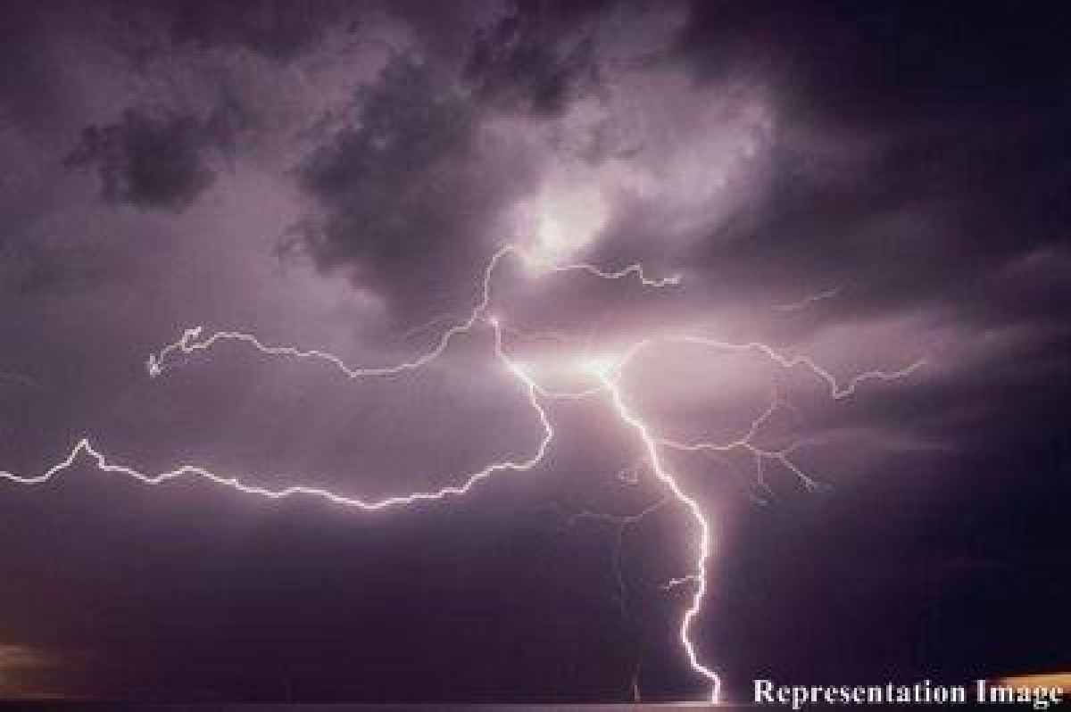 4 undertrials injured in lightning strike