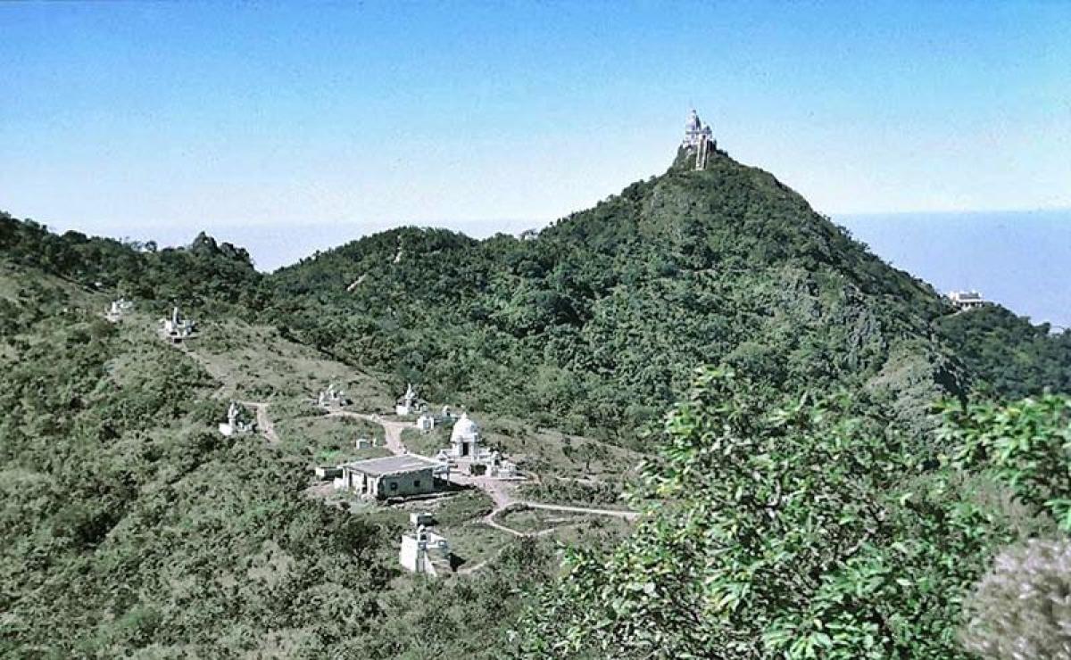 Parasnath Hills<br />Picture credits: travelwithdarshik.wordpress.com
