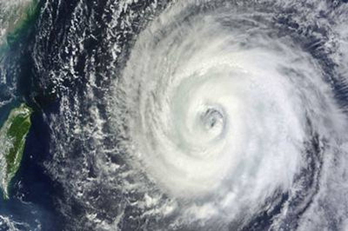Philippines evacuates 700,000 ahead of powerful typhoon