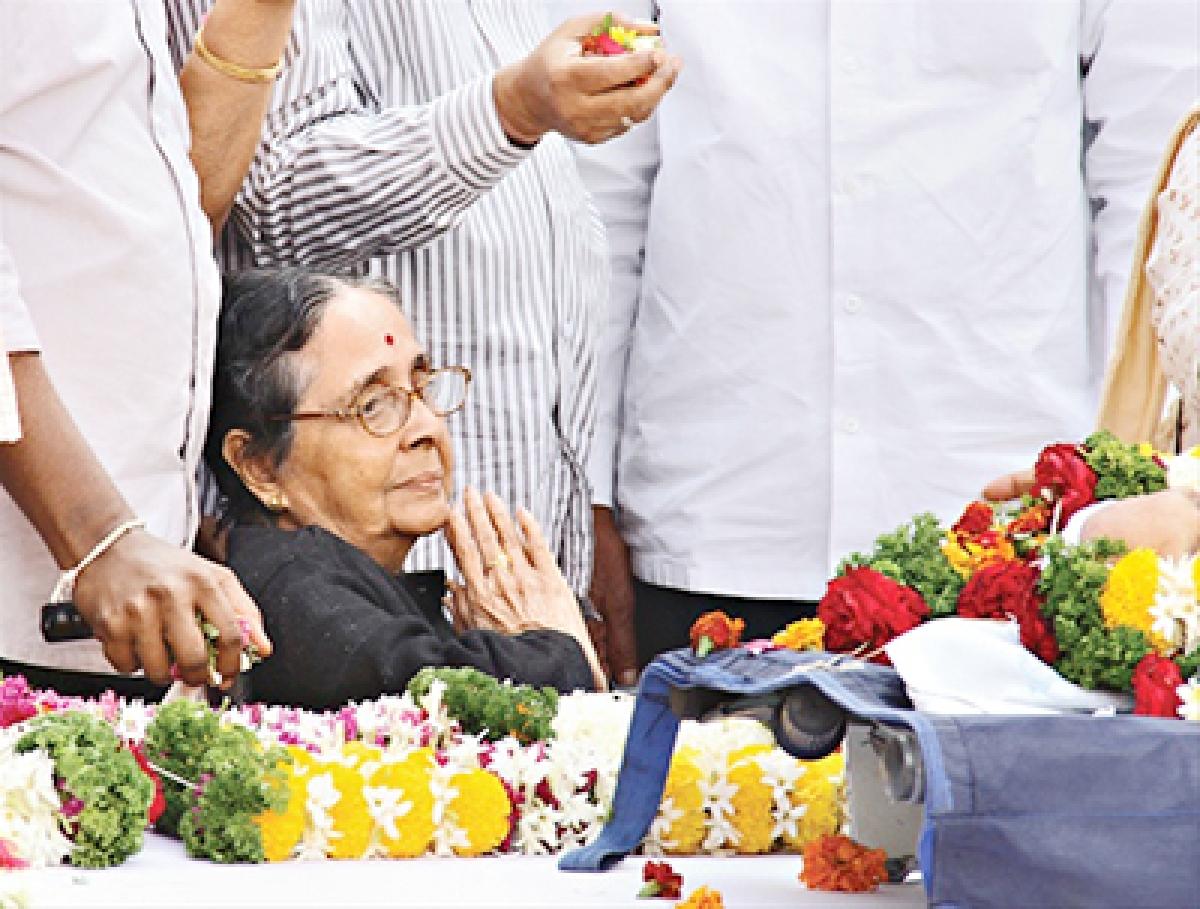 Kamala Laxman passes away