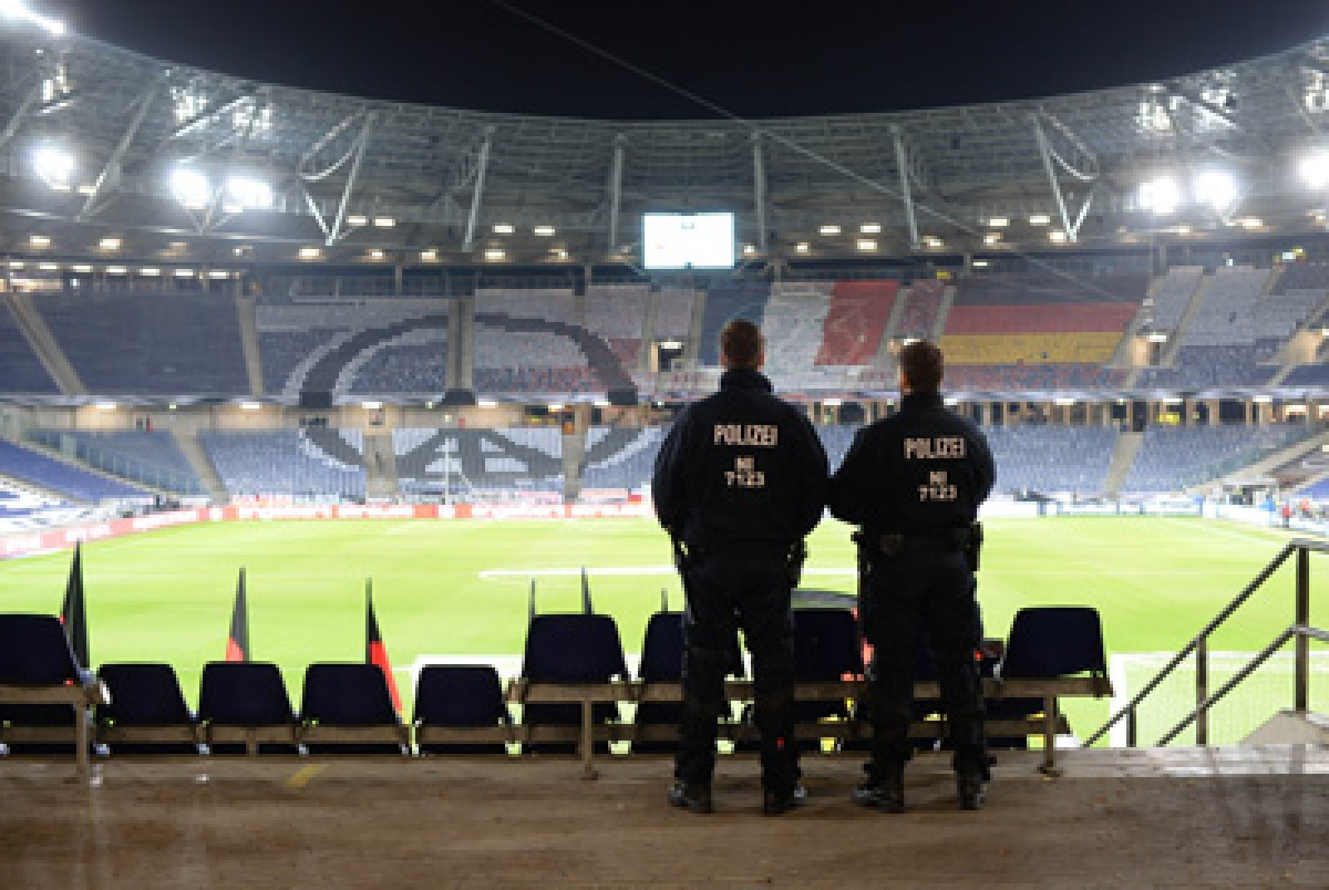 Germany-Holland matchcalled off over bomb threat