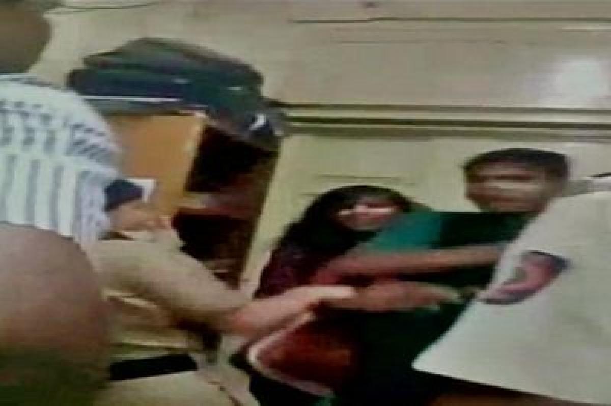 FIR against Mumbai cops for thrashing couple