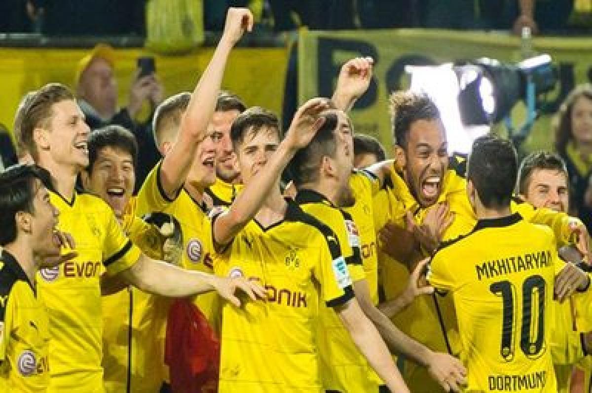 Dortmund win, Wolfsburg held by Schalke in Bundesliga