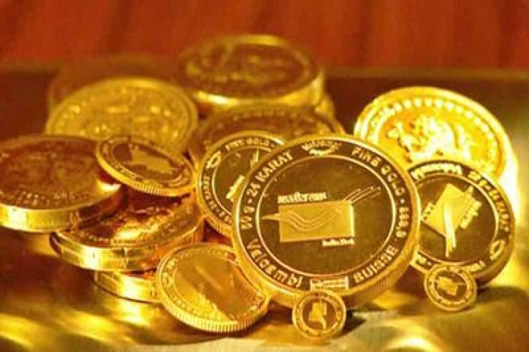 Gold futures falls by Rs 241 on weak global cues