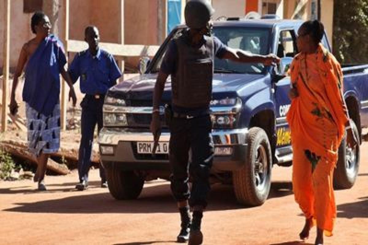 Gunmen hold 170 hostage at Mali hotel, three killed