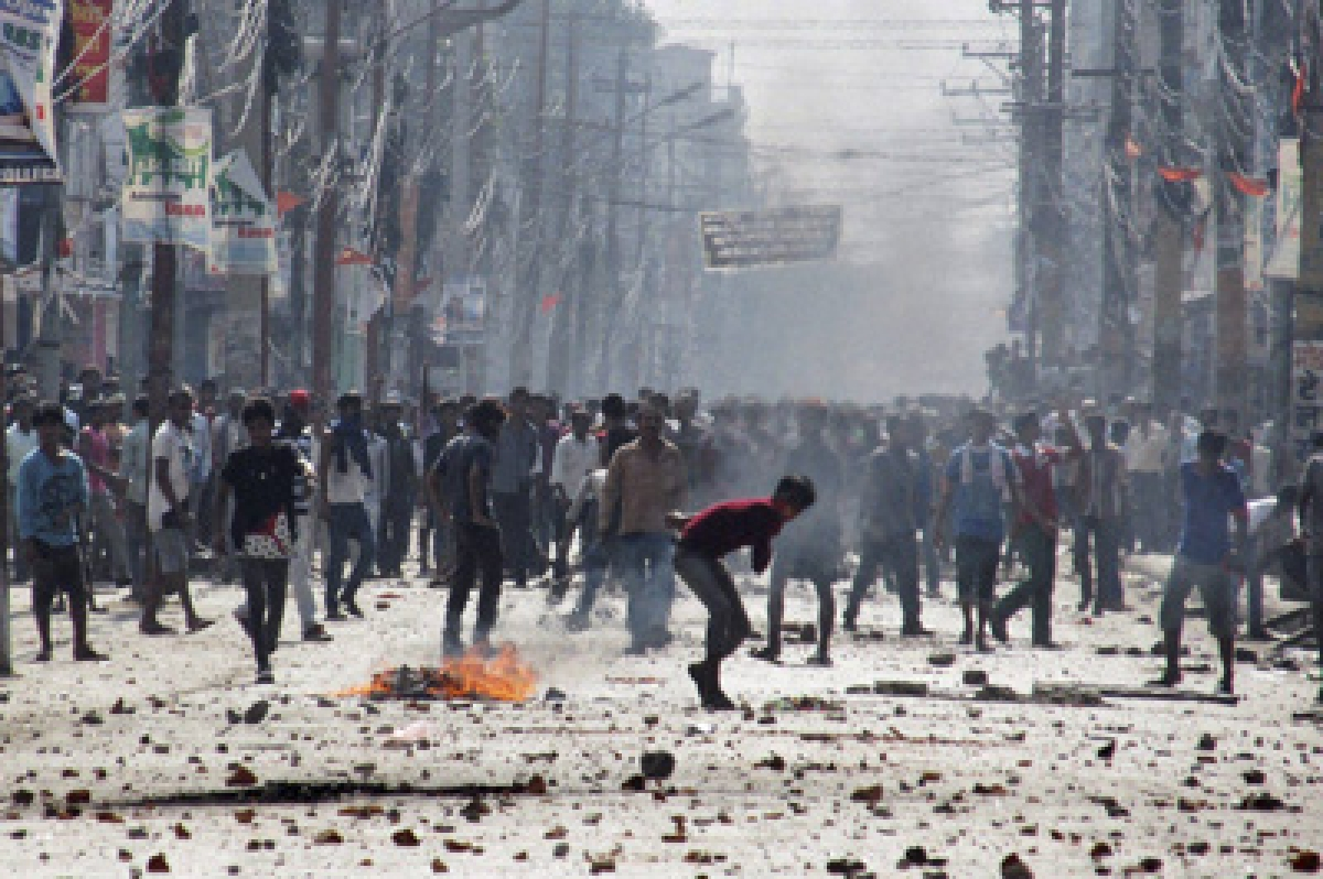 Birgunj : Ethnic Madhesi protesters throw stones and bricks at Nepalese policemen in Birgunj, a town on the border with India, Nepal, Monday, Nov. 2, 2015. Ethnic protesters demonstrating against the new constitution clashed with police in south Nepal Monday which left at least one person killed and several more injured, officials said. AP/PTI(AP11_2_2015_000174B)