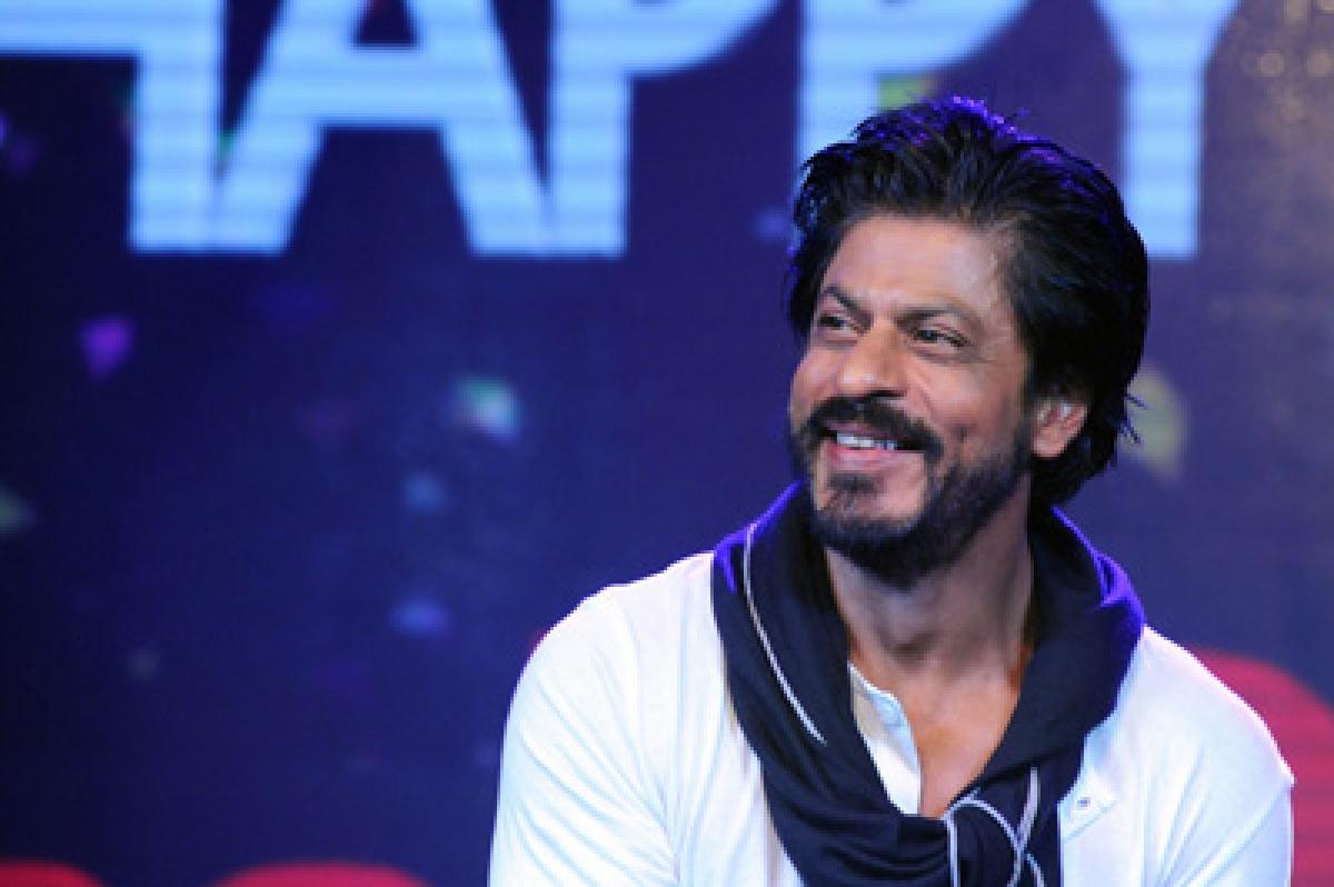 Indian Bollywood actor Shah Rukh Khan attends his 50th birthday celebrations in Mumbai on November 2, 2015. AFP PHOTO/Sujit Jaiswal