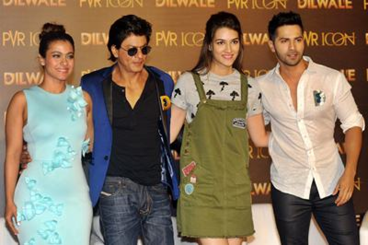 Indian Bollywood actors Kajol Devgn (L), Shah Rukh Khan (2L), Kirti Sanon (2R) and Varun Dhawan pose for a photograph during a promotional event for the forthcoming Hindi film 'Dilwale' directed by Rohit Shetty and produced by Gauri Khan in Mumbai on November 26, 2015. AFP PHOTO / STR