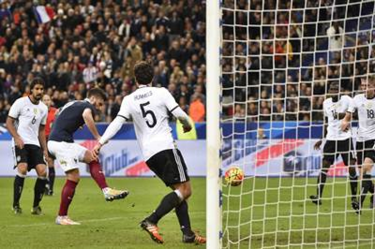 France friendly played to finish despite Paris attacks