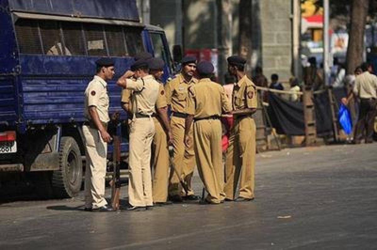 Mumbai Police foil robbery bid at petrol pump; two held