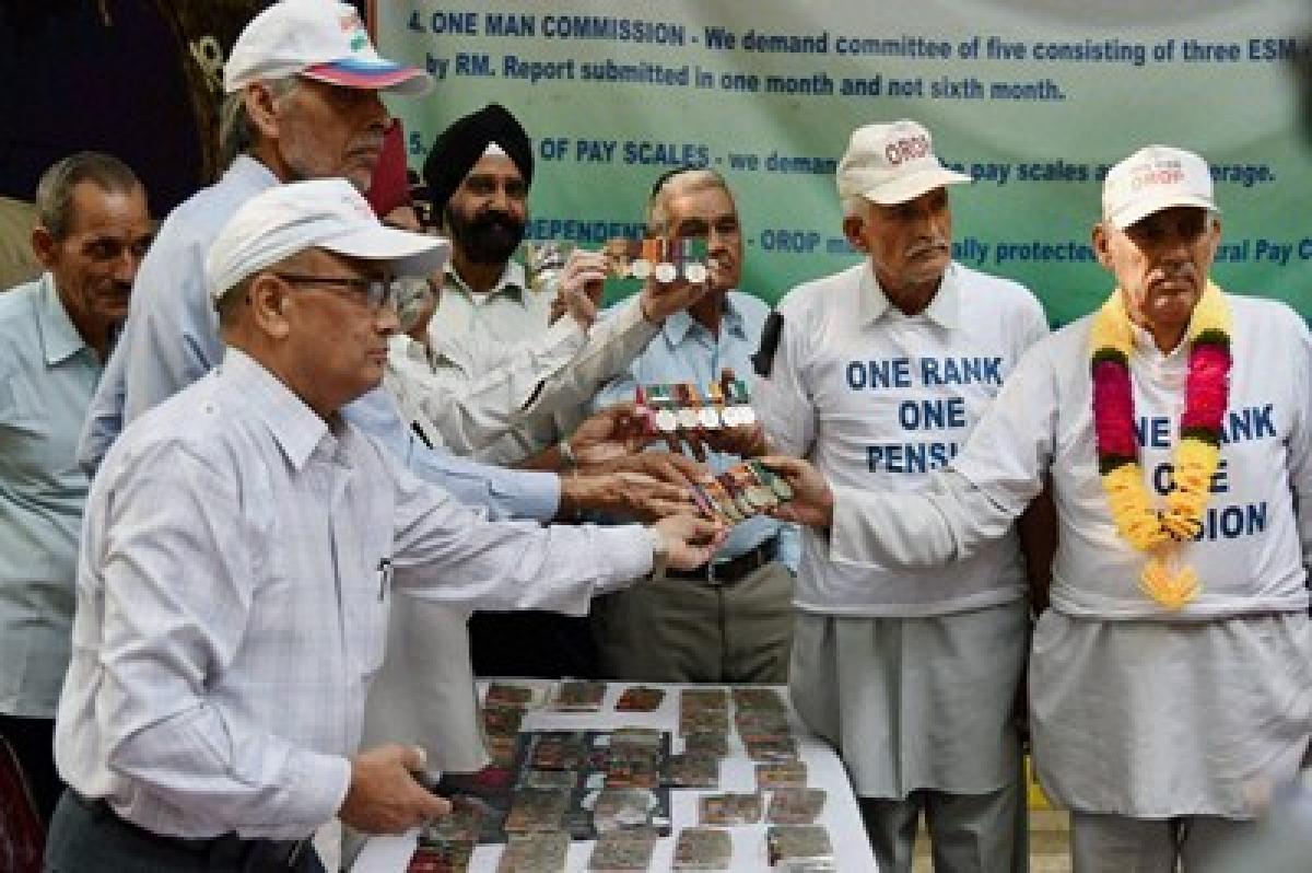 OROP Veterans not behaving like army soldiers: Manohar Parrikar