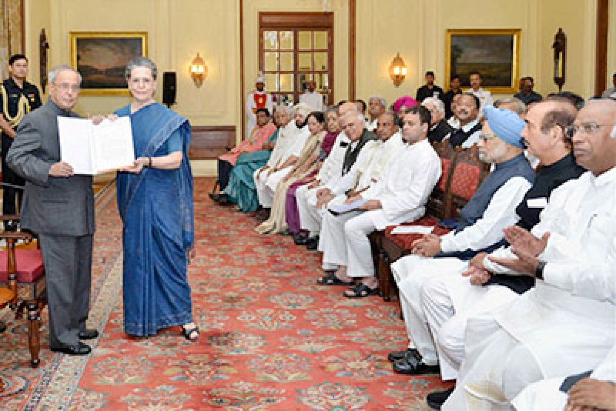 Congress keeps the pressure on PM