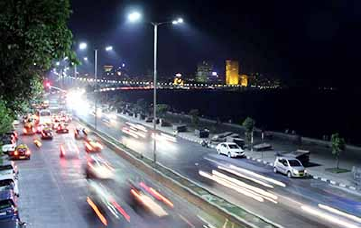 Mumbai;  Look of Marine Drive Complete 100 year . Photo by BL SONI
