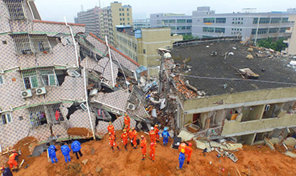 Rescuers hunt for survivors in massive China landslide
