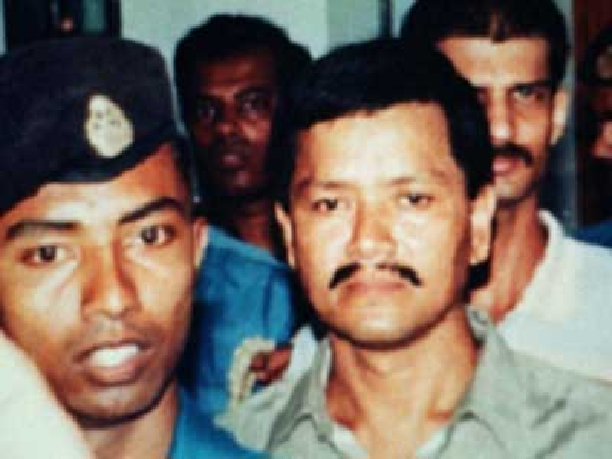 This undated picture shows Anup Kumar Chetia (C), leader of the outlawed United Liberation Front of Assam (ULFA), surrounded by Bangladeshi police as he comes at Dhaka's court. Chetia, an Indian insurgent leader, who was arrested in Bangladesh in 1997, is convicted by a Dhaka court and sentenced to three years in prison and a fine of 5,000 taka (92 USD) for illegal possession of foregin currencies from 16 countries, 18 February 2001. The ULFA, Assam's frontline militant group are fighting for a homeland in the oil-rich state of India bordering Bangladesh. (FILM) AFP PHOTO