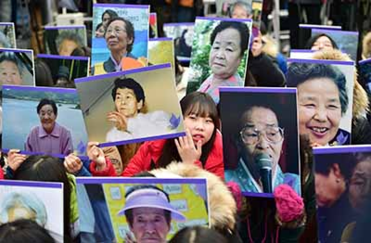 Korea 'comfort women' protest against Japan deal