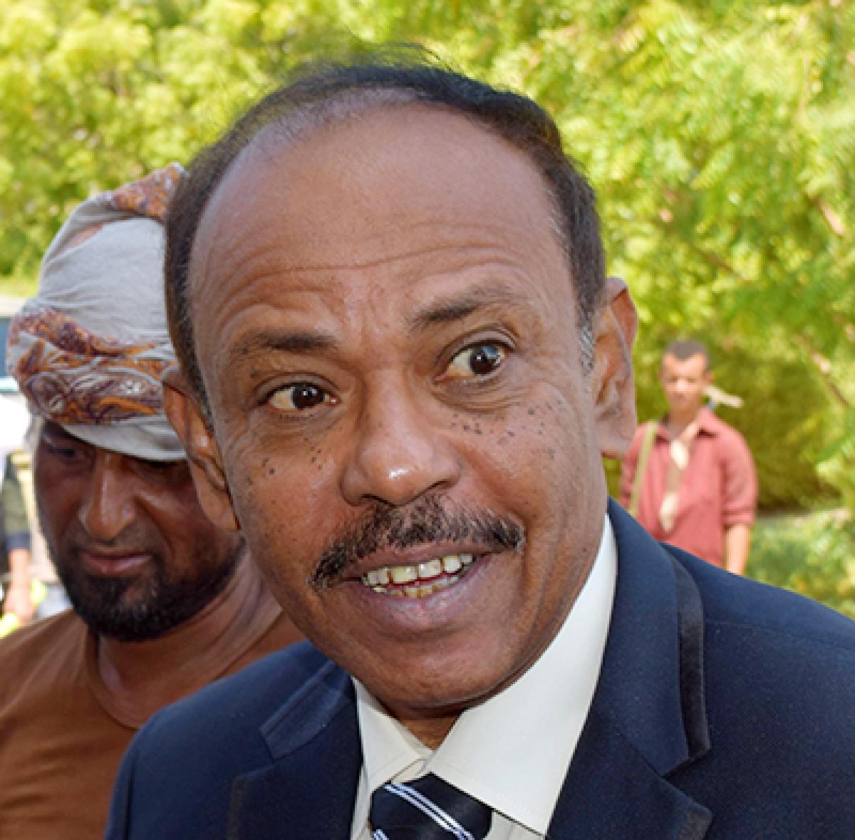 Yemen guv, 6 guards killed in blast
