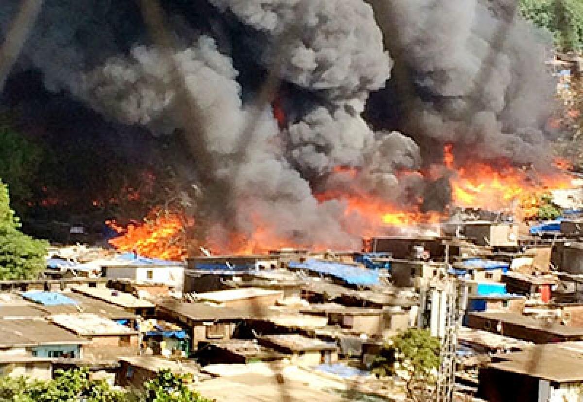 Massive blaze ravages Kandivali slum