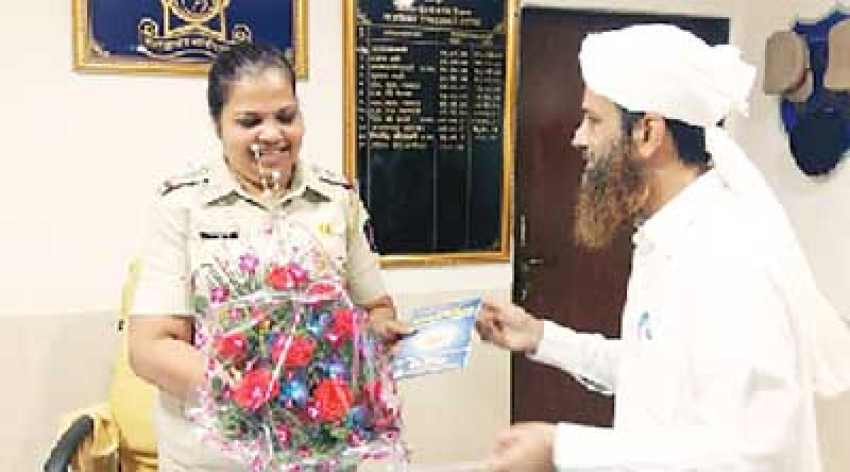 Muslim group spreads message  of peace on Prophet's birthday