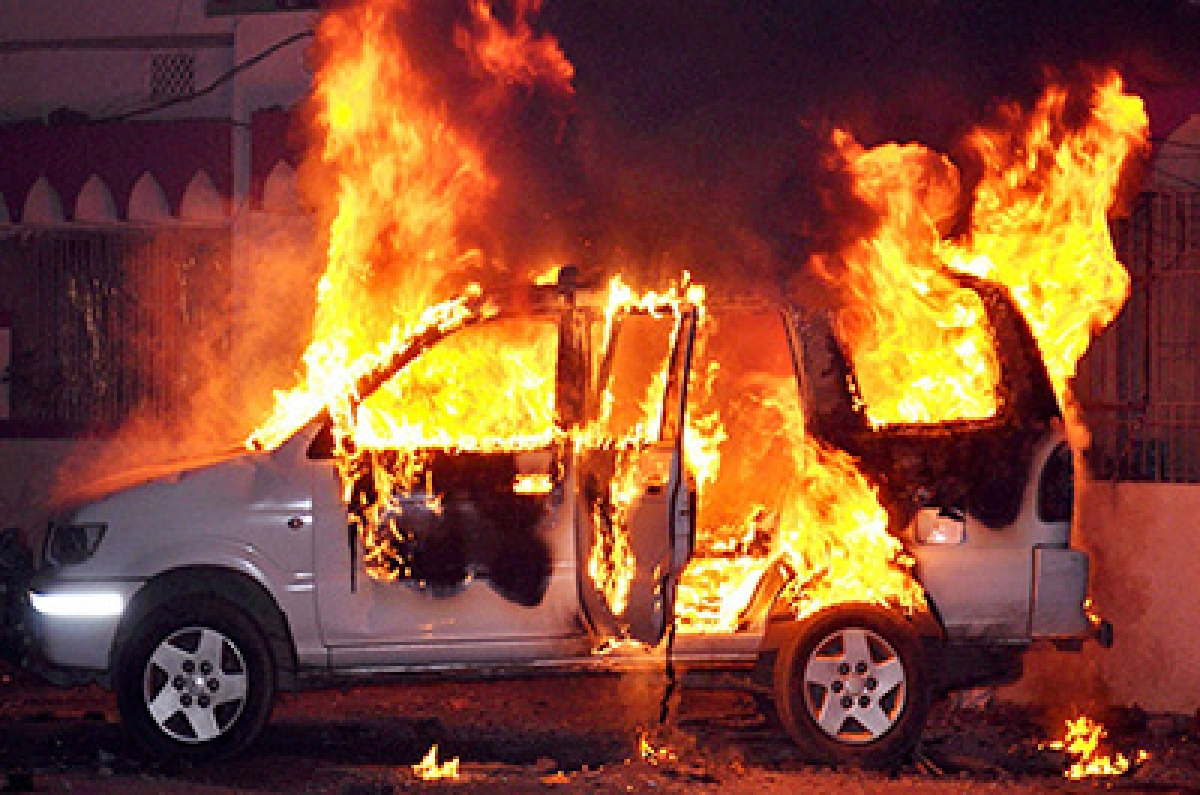 DSP vehicle torched by crowd protesting temple demolition