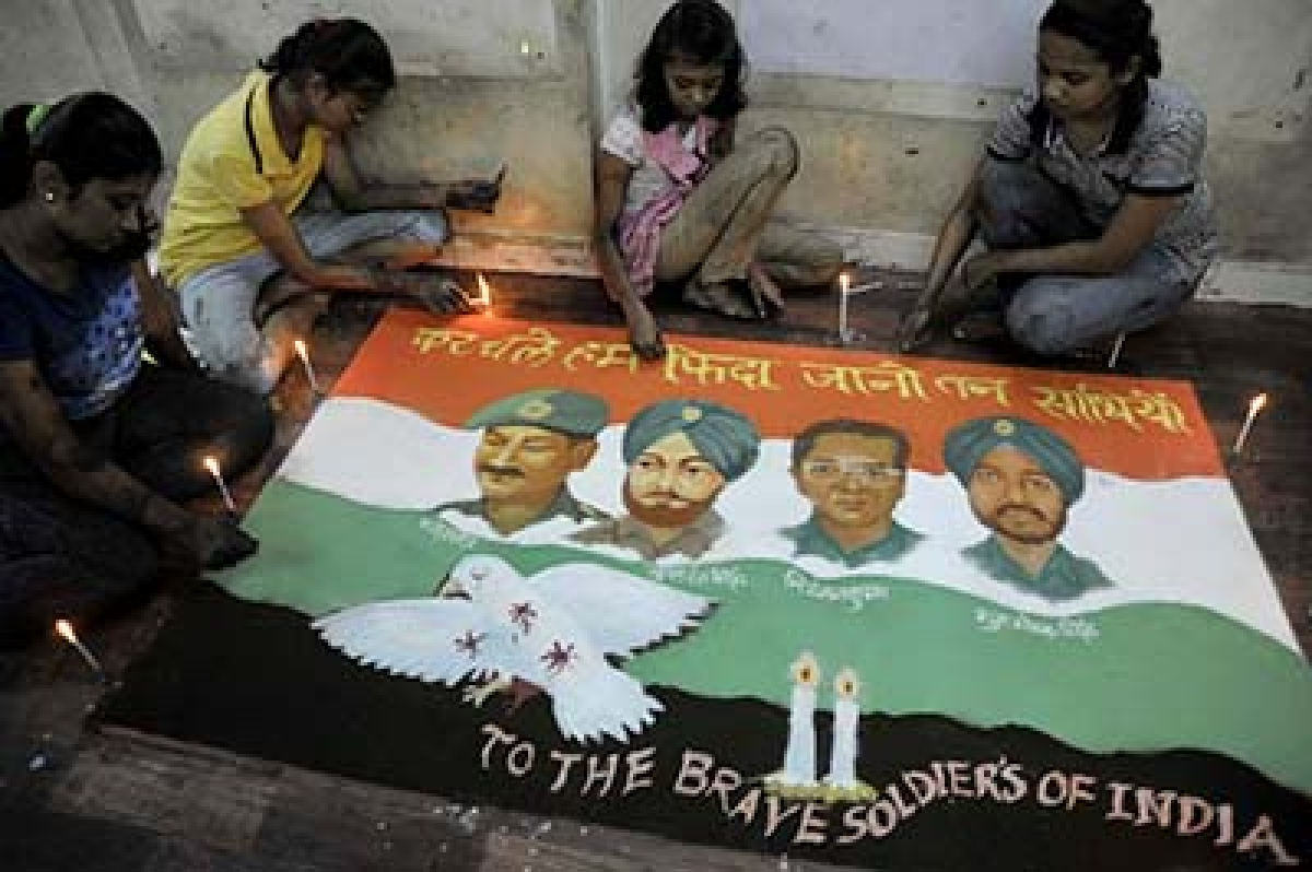 Mumbai: A day after the Pathankot air force base was attacked by terrorists Gurukul Students of Lalbaugh Pay Tribute for Rangoli of Four Soldiers who lost Lives in Pathankot terror attack. Photo by BL SONI