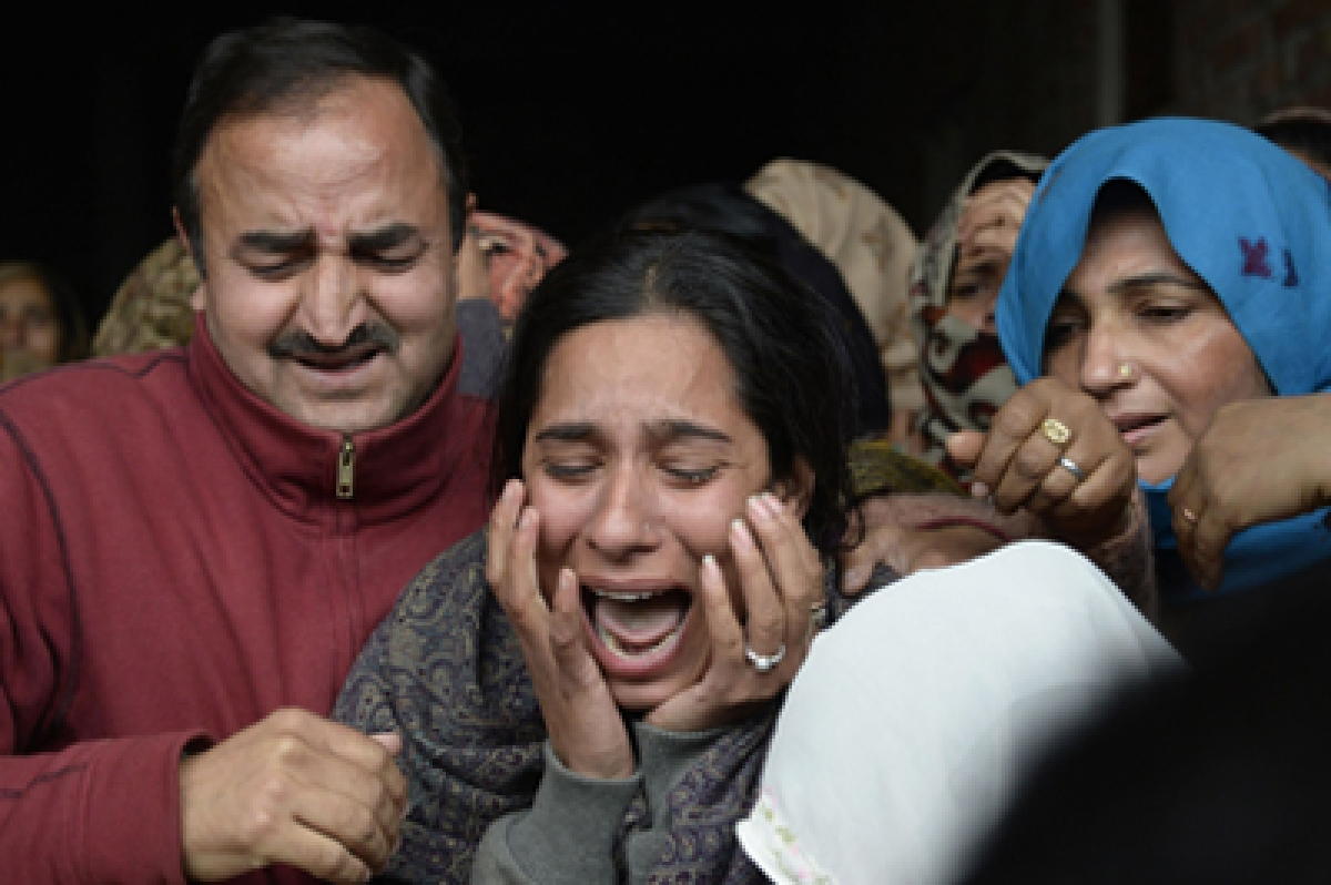 Madhu Radha (C), the daughter of Indian army soldier and Commonwealth Shooting Championships gold medallist Fateh Singh, who was killed in an assault by suspected Islamic insurgents on an Indian air force base, cries after seeing her father's body during a funeral in Jhanda Gujjran, around 40 km from Gurdaspur, on January 4, 2016. Indian troops backed by helicopters searched an air force base in the northern state of Punjab, after a weekend of fierce fighting with suspected Islamic insurgents in which seven soldiers and at least four attackers were killed. AFP PHOTO/ SHAMMI MEHRA
