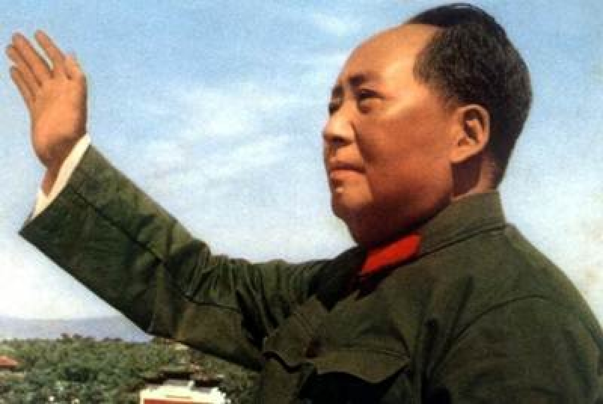 China destroys Mao's giant gold-painted statue