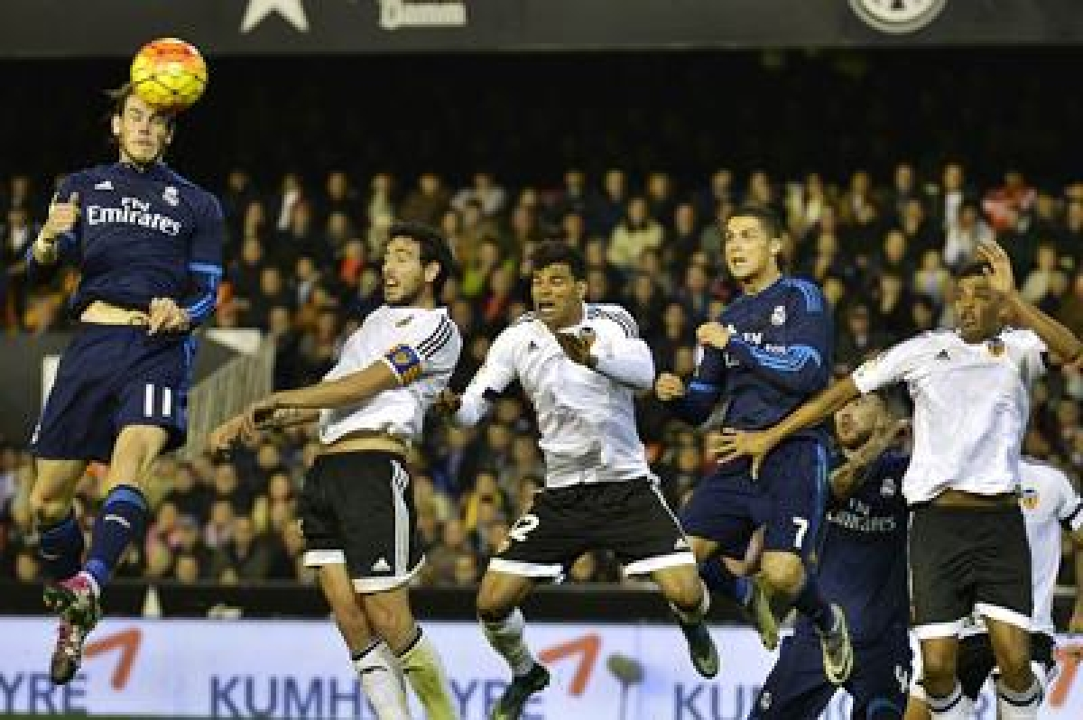 Paco Alcacer inspires Valencia to 2-2 draw against Real in La Liga