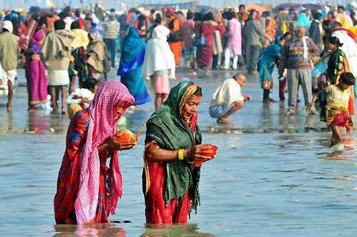 Makar Sankranti: Thousands brave winter for 'holy dip'