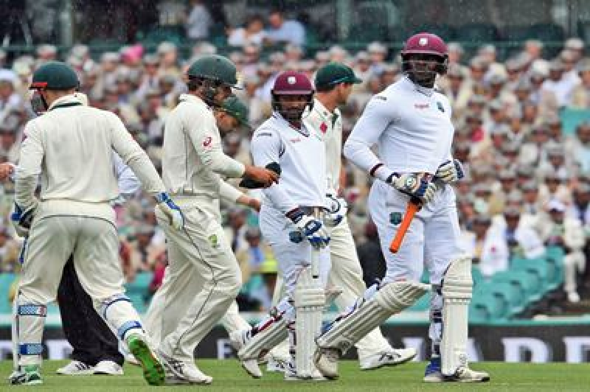 West Indies batsman Carlos Brathwaite (R) and Denesh Ramdin (3rd R) leave the field with Australian players as rain delays play on the second day of the third cricket Test match in Sydney on January 4, 2016.   AFP PHOTO / William WEST   --IMAGE RESTRICTED TO EDITORIAL USE - NO COMMERCIAL USE--