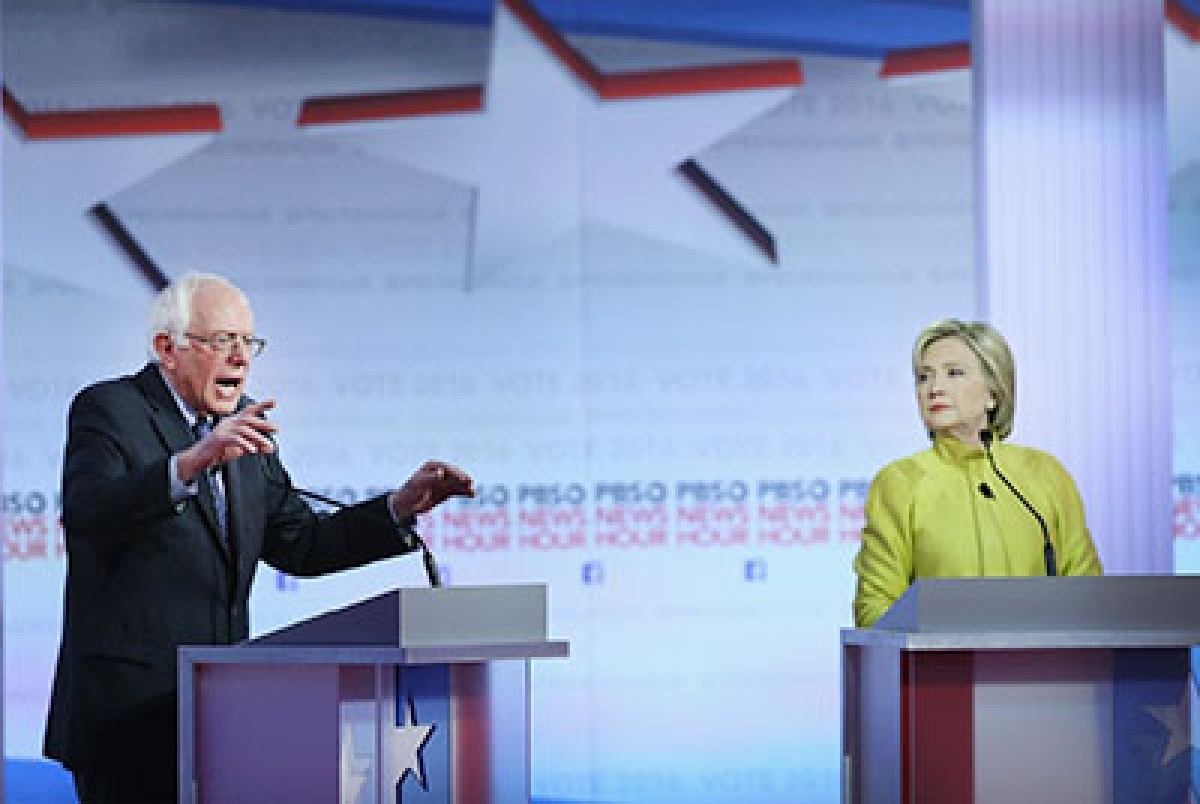 MILWAUKEE, WI - FEBRUARY 11: Democratic presidential candidates Senator Bernie Sanders (L) and Hillary Clinton participate in the PBS NewsHour Democratic presidential candidate debate at the University of Wisconsin-Milwaukee on February 11, 2016 in Milwaukee, Wisconsin.The debate is the final debate before the Nevada caucuses scheduled for February 20.   Win McNamee/Getty Images/AFP == FOR NEWSPAPERS, INTERNET, TELCOS & TELEVISION USE ONLY ==