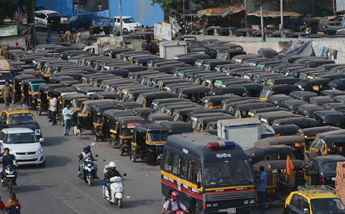 """Mumbai: Thousands of autorickshaws went off the roads in Mumbai suburbs today to protest the operations of private taxi aggregators and rise in permit fees. In order to minimise inconvenience to passenger, state transport commissioner Shyam Wardhane has issued directives allowing private cars, buses and other vehicles to operate as """"public transport"""" today at  Bandra . Photo by BL SONI"""