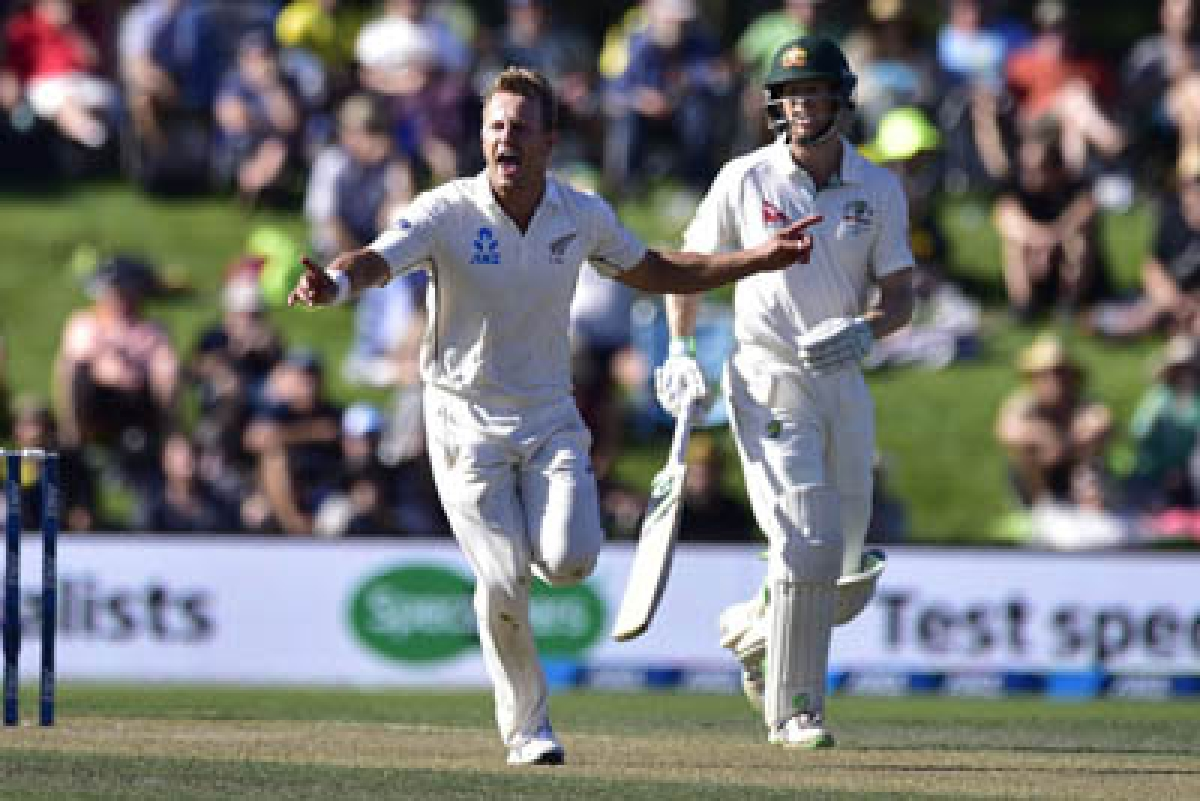 Neil Wagner (L) of New Zealand celebrates Steve Smith captain of Australia being caught watched by Adam Voges of Australia (R) during day two of the second cricket Test match between New Zealand and Australia at the Hagley Park in Christchurch on February 21, 2016. AFP PHOTO / MARTY MELVILLE