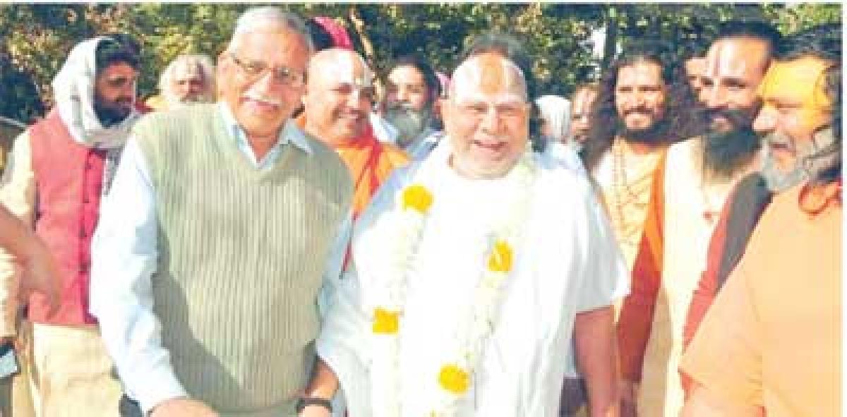 Mahant Gyandas returns to city after prayers of mela officer