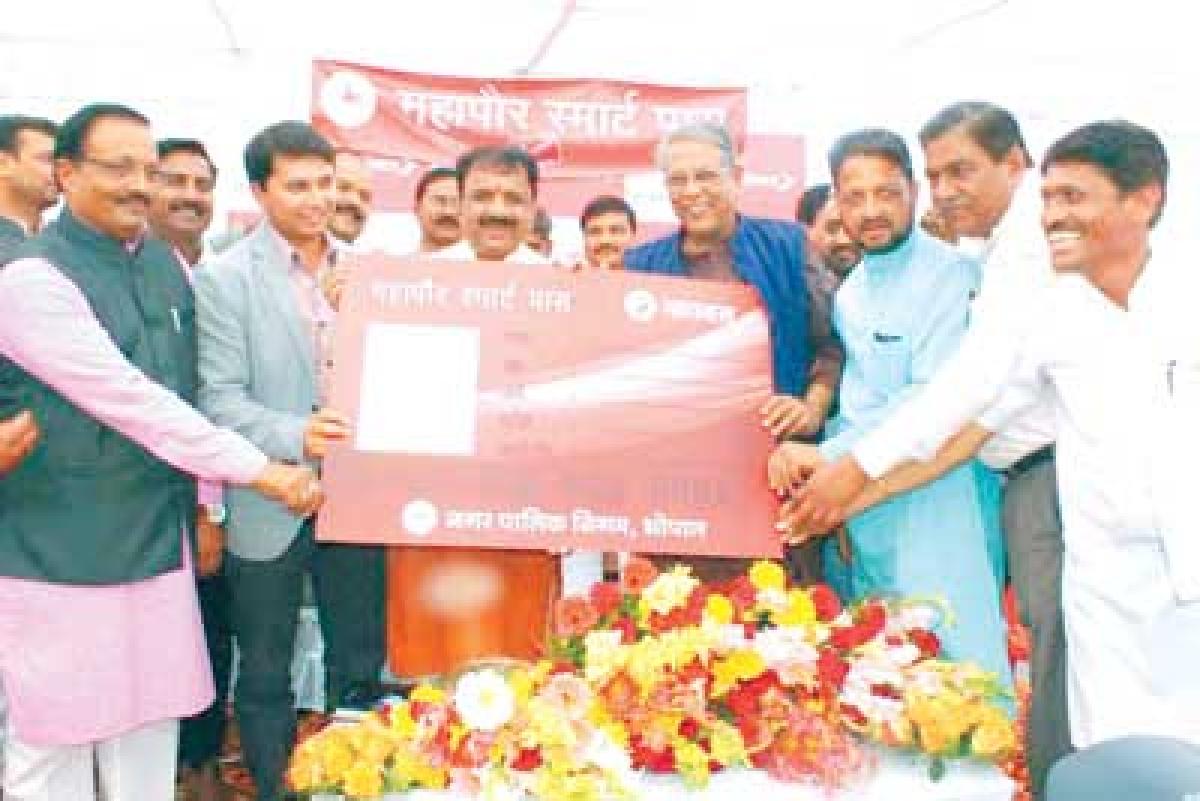 Mayor launches 'Mahapaur Smart Pass'