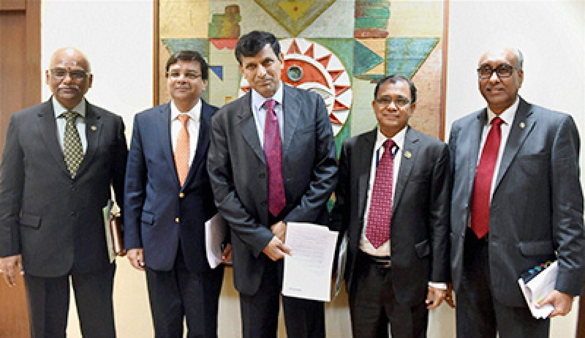 Mumbai: RBI Governor Raghuram Rajan (4th from L) with Deputy Governors S S Mundra, R Gandhi, H R Khan and Urjit Patel during a press conference announcing the RBI monetary policy at RBI Headquarters in Mumbai  on Tuesday. PTI Photo by Mitesh Bhuvad (PTI2_2_2016_000077B)