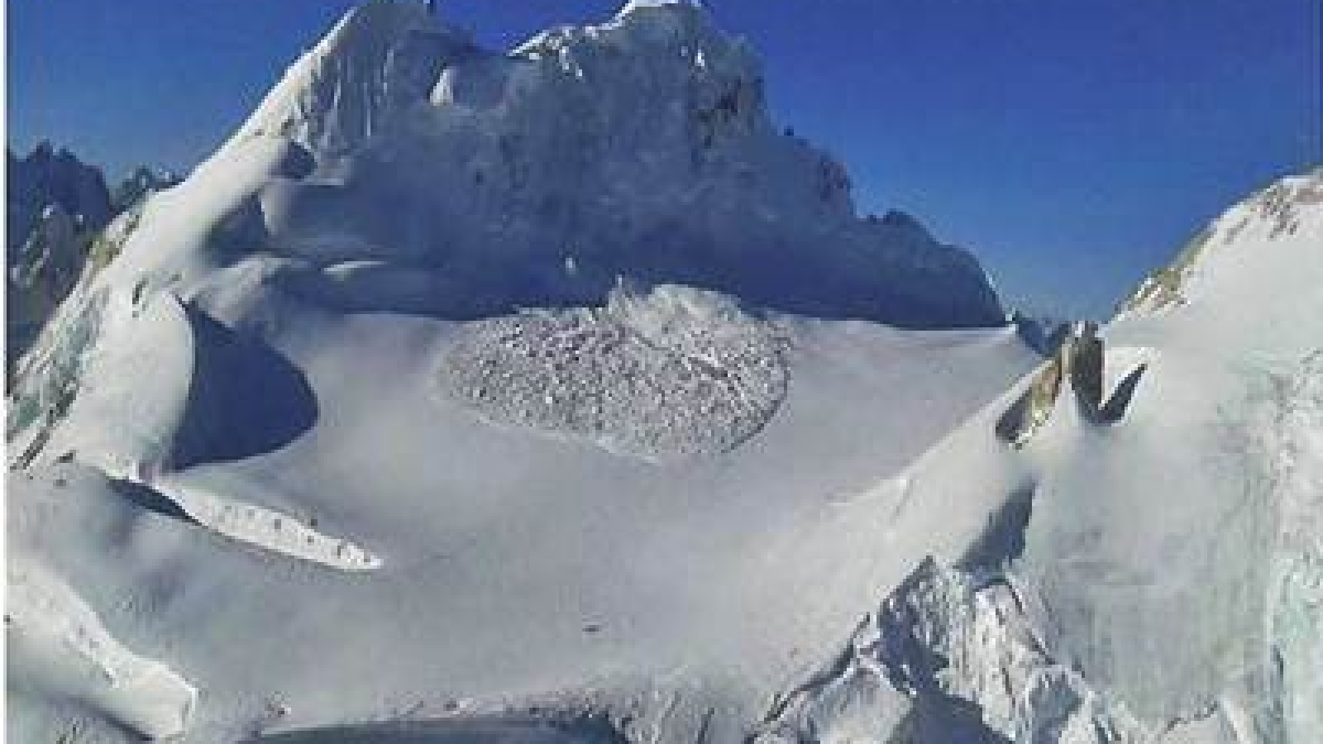 Avalanche hits Lugnak La region in Sikkim, search for one missing soldier on