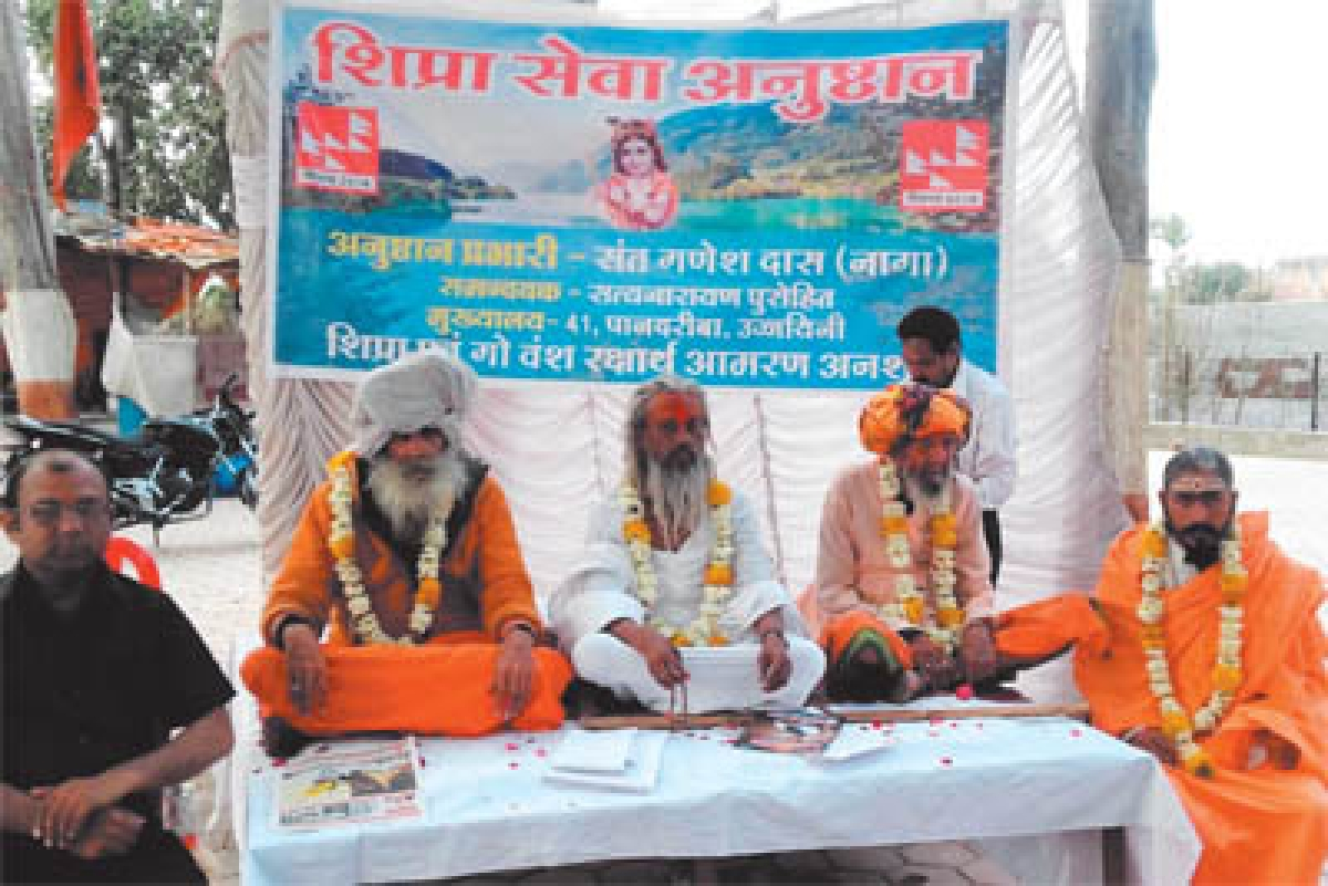 Hunger strike continues, officers reach to convince saint at Narsing Ghat