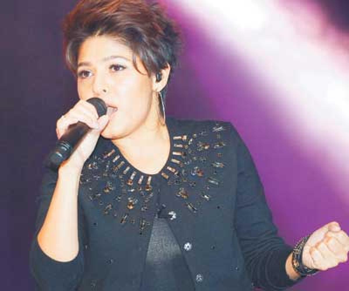 Hariharan, Sunidhi to perform on Nov 1 in Bhopal