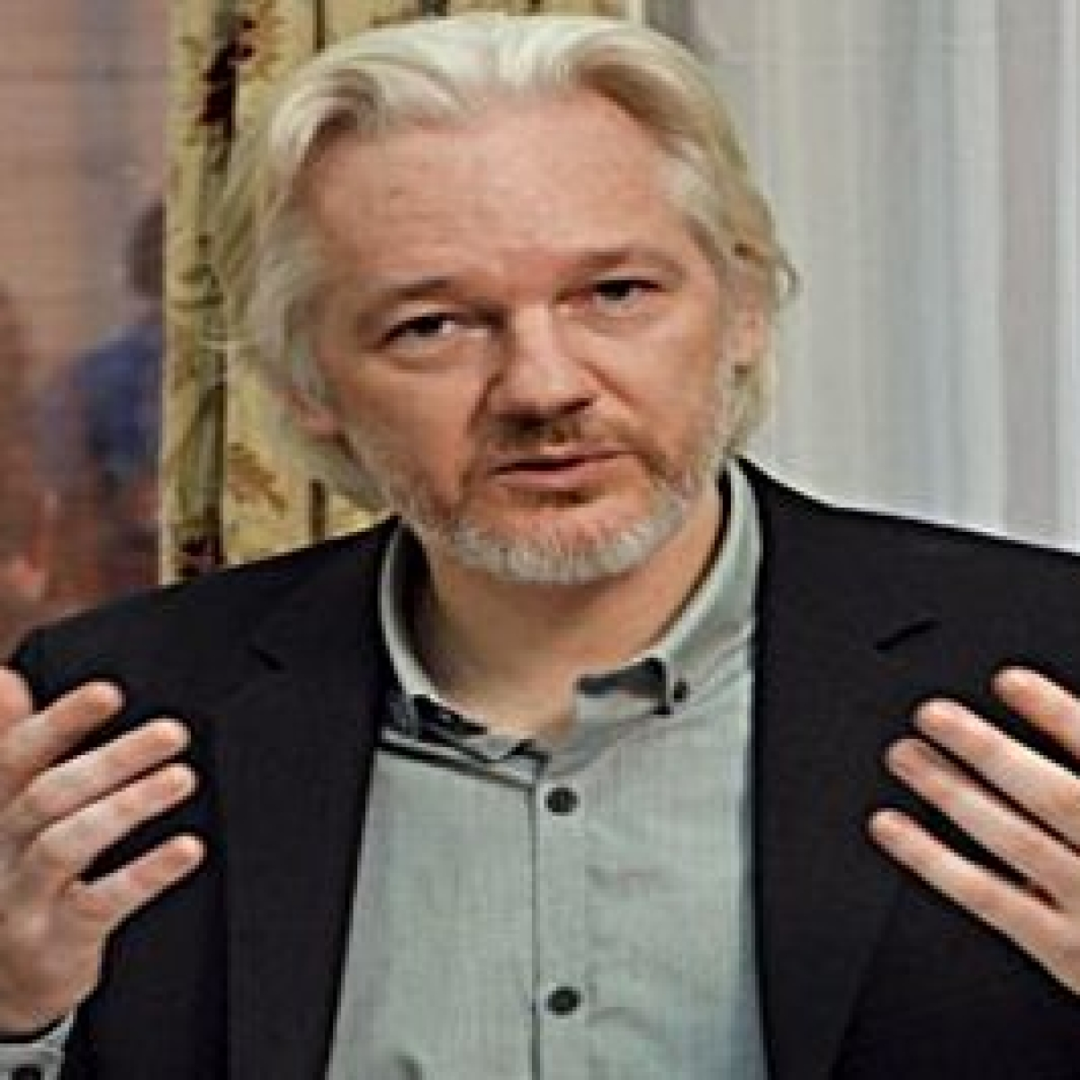 US accuses Julian Assange of endangering sources