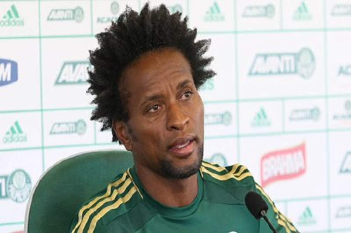 Former Brazil midfielder Ze Roberto to retire at end of year