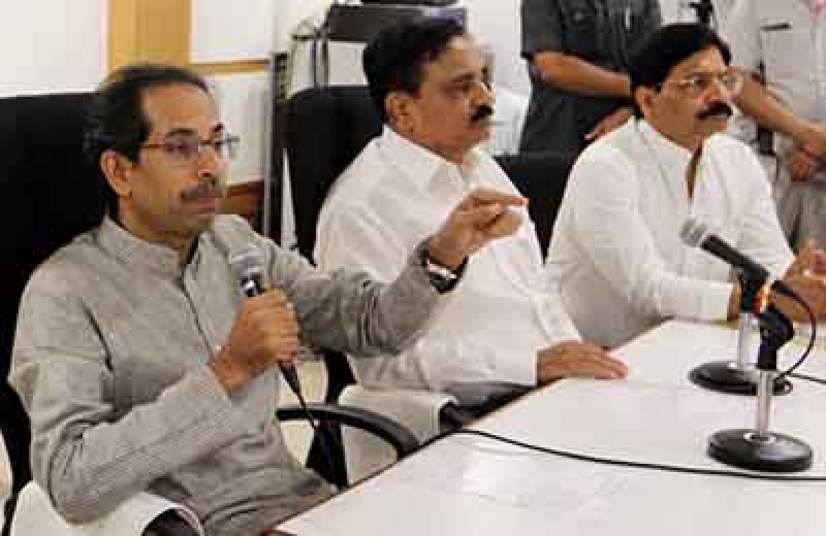 'In right direction', says Uddhav after meeting Cong leaders