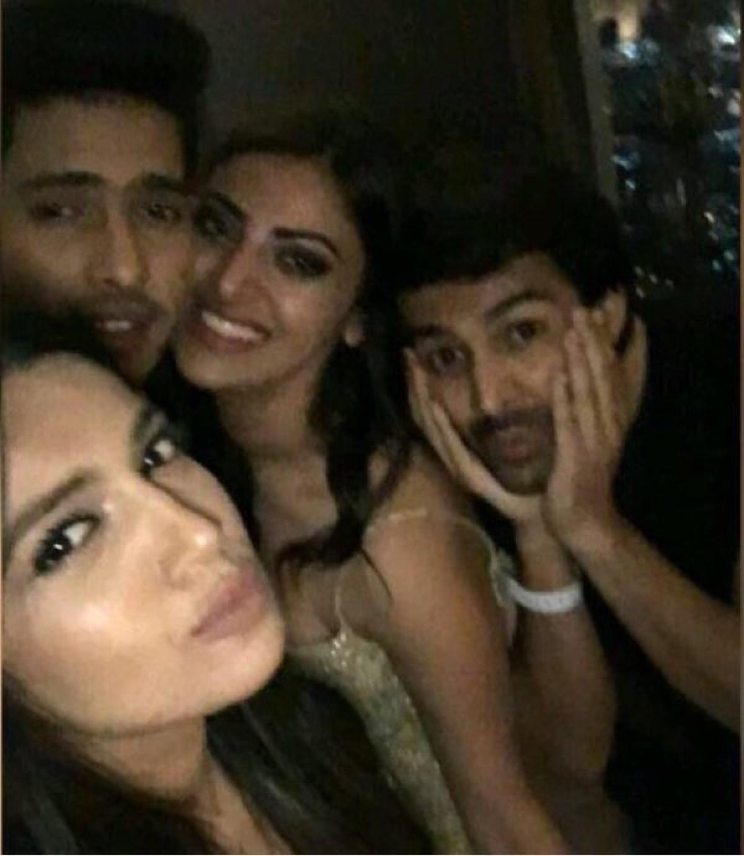 AnushkaRanjan parties with B-town friends in Dubai!