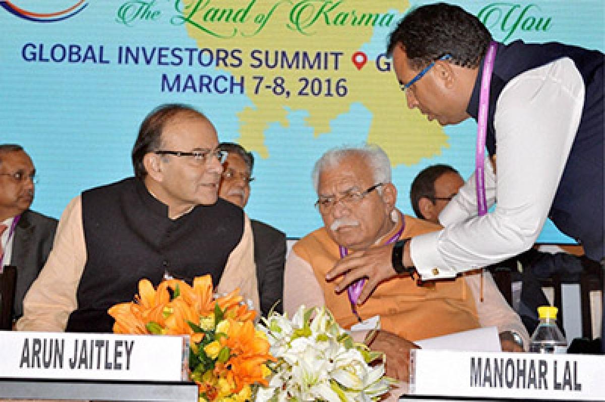Gurgaon: Union Finance Minister Arun Jaitley and Haryana Chief Minister Manohar Lal Khattar at the 'Happening Haryana Global Investors Summit-2016' in Gurgaon on Monday. PTI Photo  (PTI3_7_2016_000185B)