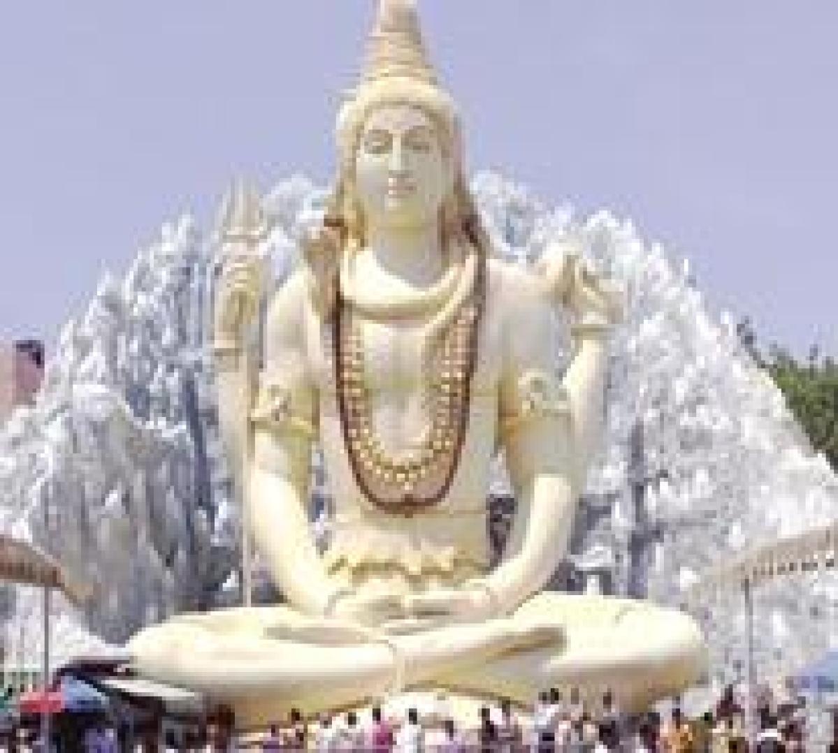 B-Town chants 'Om Namah Shivaya' on Mahashivratri