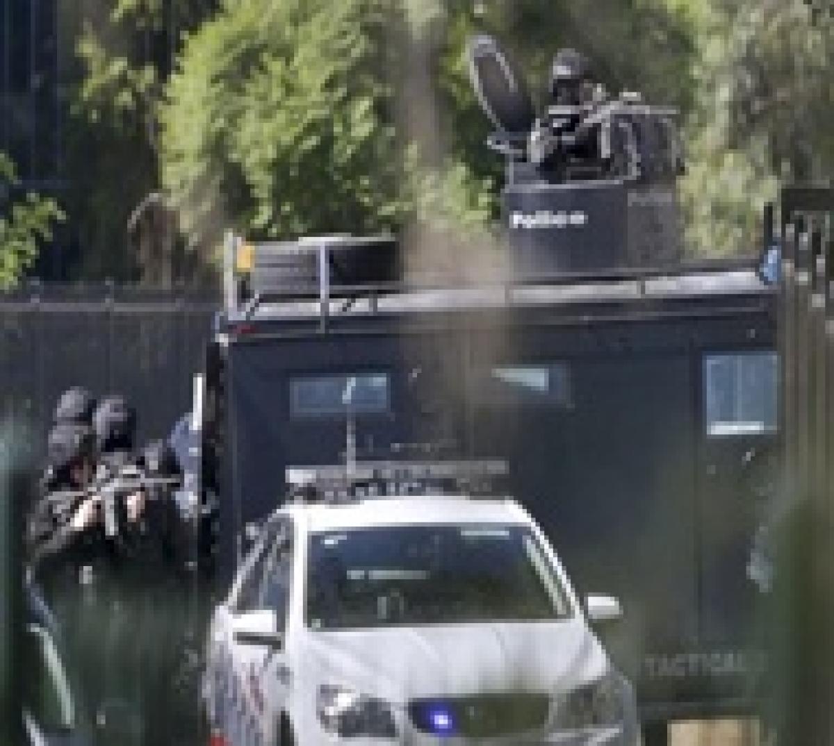 Gunman who shot three in Sydney kills himself