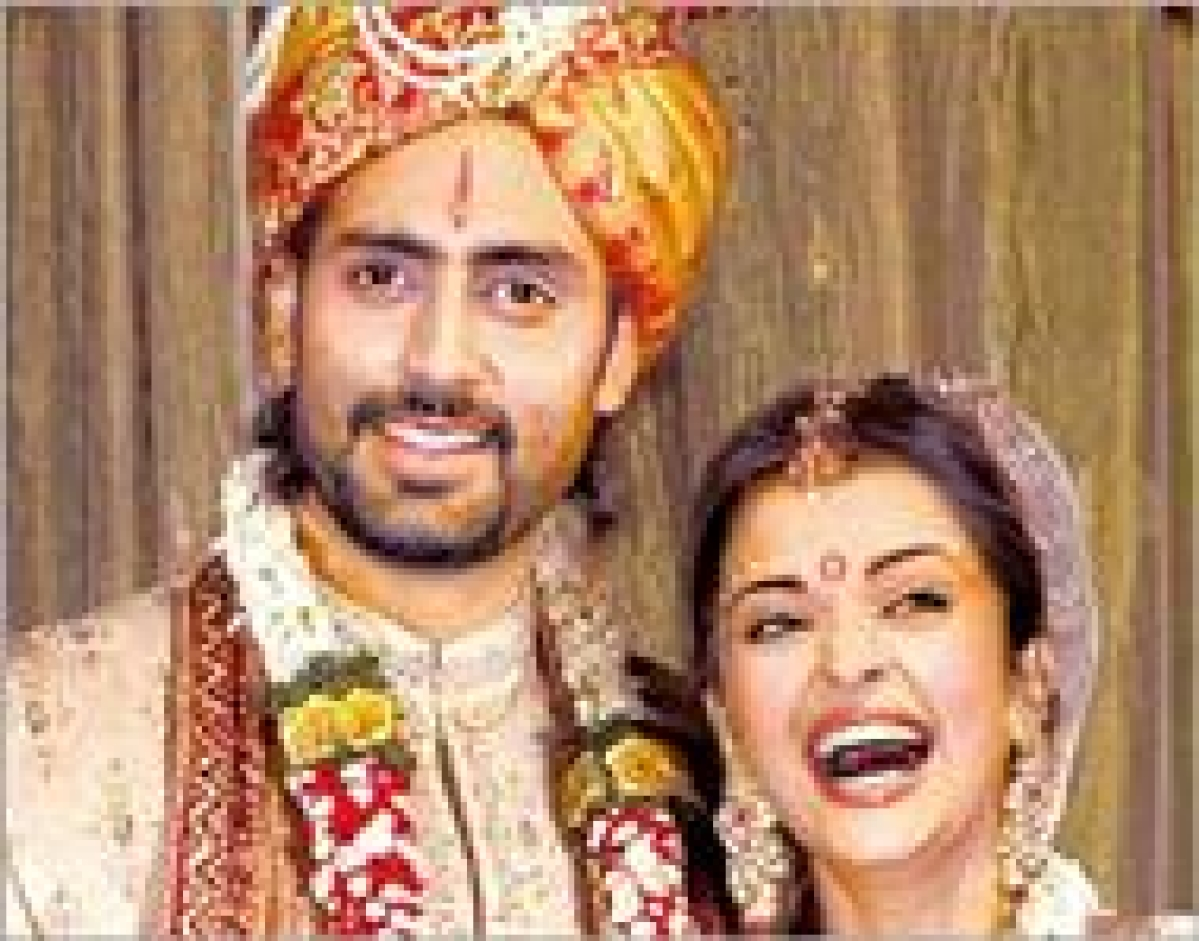 Big B wishes Abhishek, Aishwarya on 9th wedding anniversary